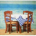 стол на берегу моря