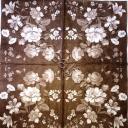 цветы белые на коричневом