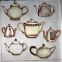 Много чайников.