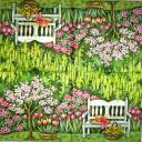 Скамейка в цветущем саду